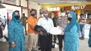 Serahkan Sembako, Meri Isdianto, Ingatkan Protokol Kesehatan