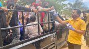Peduli C-19, Muhammad Maliki Bagikan 1200 Desinfektan ke Warga Bagan Batu